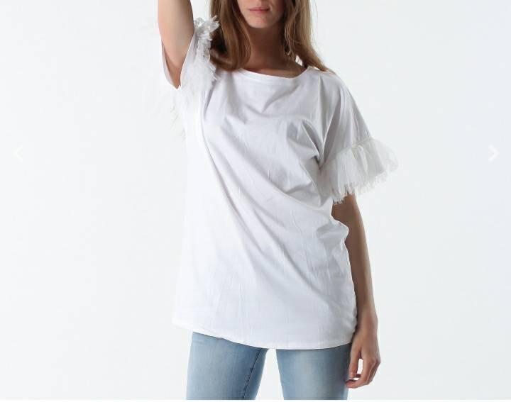 t-shirt-con-maniche-in-tulle