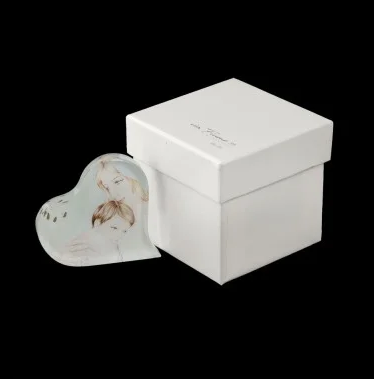 small-maternity-glass-heart-with-flower-and-box